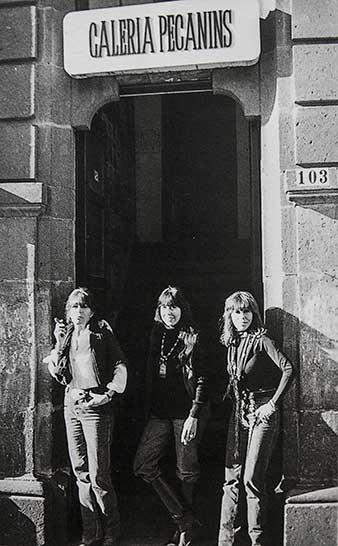 Las tres hermanas Pecanins, calle Hamburgo. Tomado del catálogo 'Pecanins, las siempre vivas'